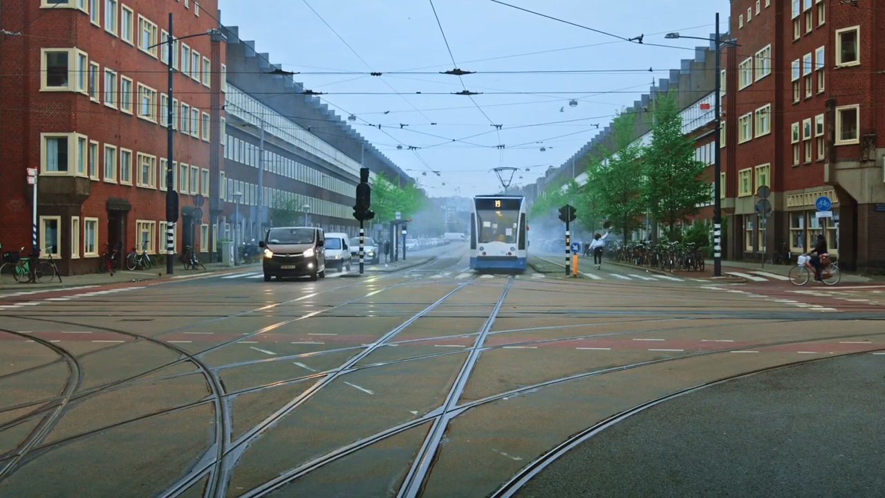Pearle-Opticiens-commercial-3voor1-tram_1_1_10